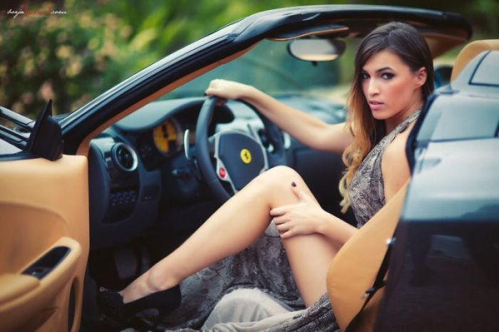 devushki_i_avtomobili_48