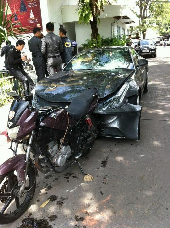ferrari-ff-crash-redbull-02