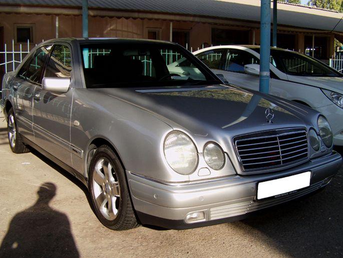 13.Mercedes-Benz E220 Дизель. 1997 год. Пробег - 100 000 км, цена - 14 900 у.е.