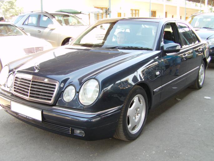 15.Merceses E200. 1996 год. Пробег - 327 000 км, цена - 13 000 у.е