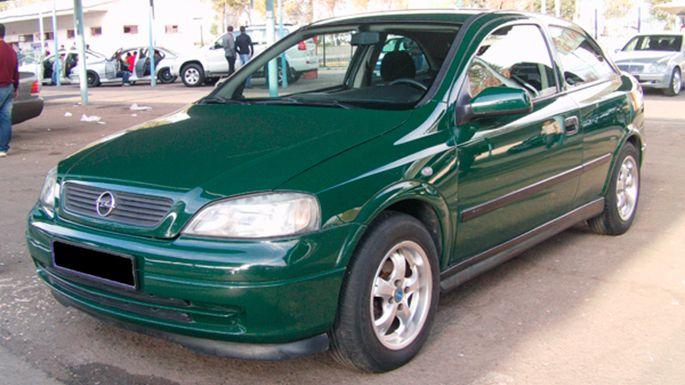 30.Opel-Astra-2000-год,-169-000-км,-13-000-у